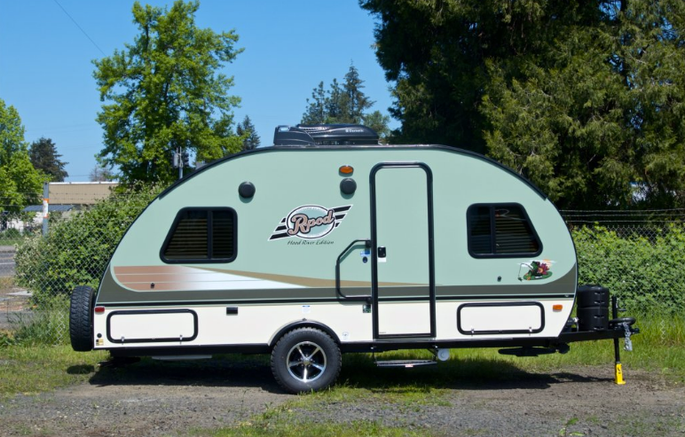 Do All Travel Trailers Have Generators